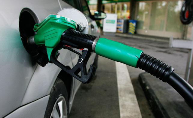 Trucos para eliminar para siempre las manchas de gasolina