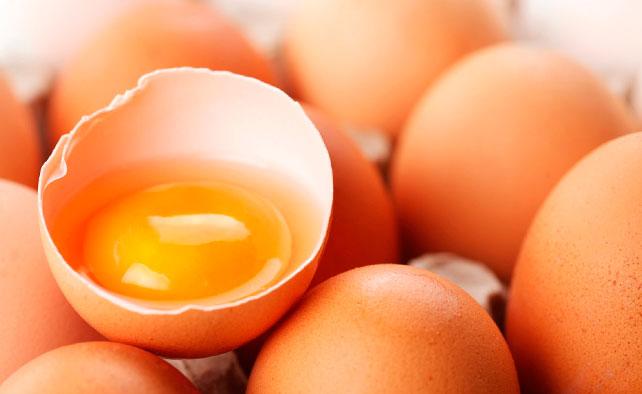 El secreto para quitar manchas de huevo